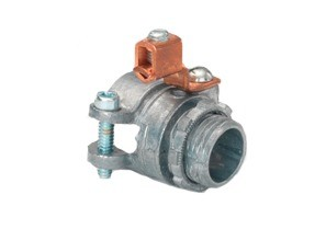 Zinc Die Cast Alloy Squeeze connector and locknut with external copper grounding lug. For: AC/HCF/FMC-0
